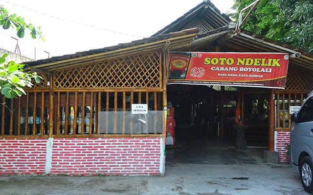 Soto Ndelik cabang Solo di seberang Hotel Alana