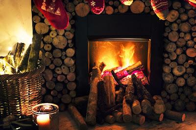 camino con calze di Natale