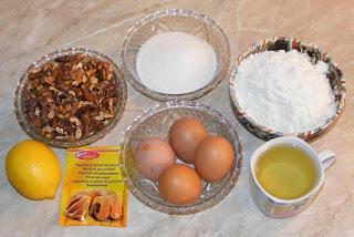 ingrediente prajitura semiluna, cum se face prajitura semiluna, retete cu nuca, retete cu oua, retete cu zahar si faina, retete culinare, retete dulciuri prajituri si deserturi de casa,