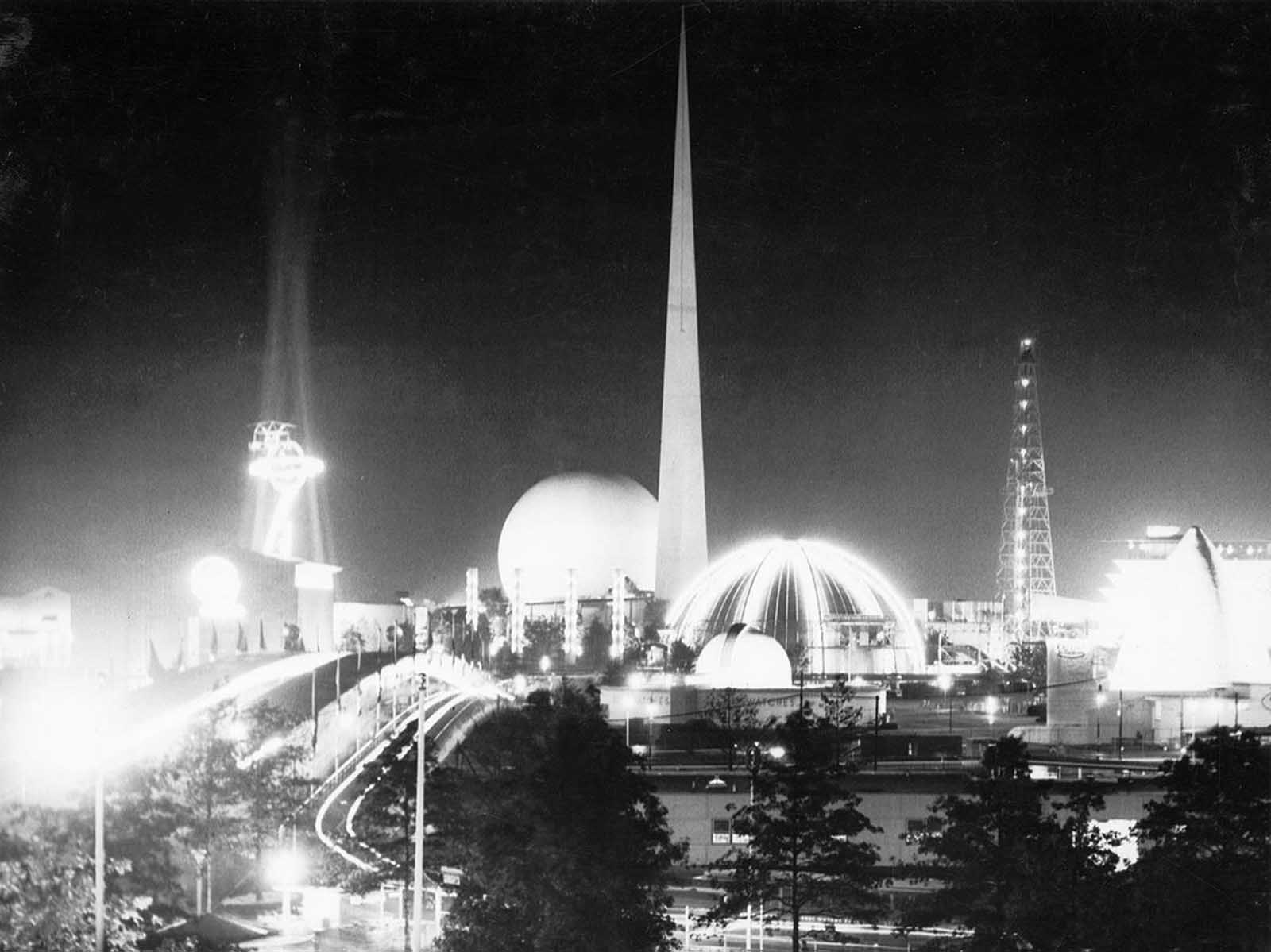 General night view of the World's Fair, New York City, September 15, 1939.