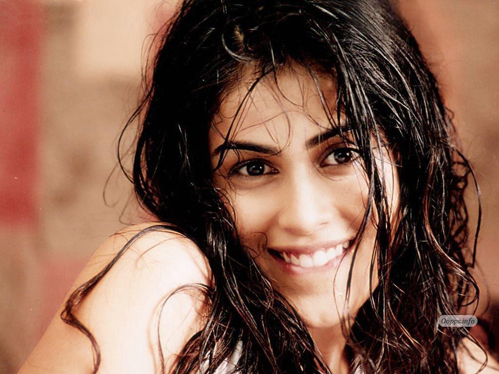 Bollywood Actresses Wallpapers: Genelia D'Souza Wallpapers
