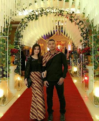 Contoh Batik Couple Untuk Pesta Pernikahan