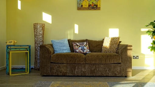 pixabay.com/en/home-interior-room-house-furniture-1746518/
