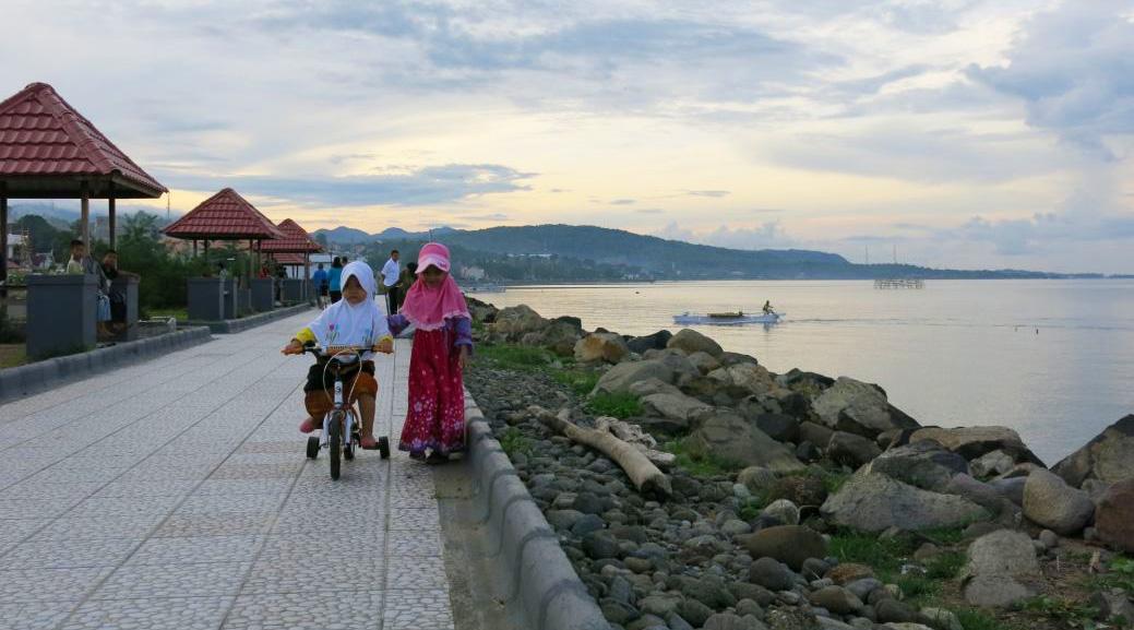 pantai terapung makassar wisata indonesia paling indah
