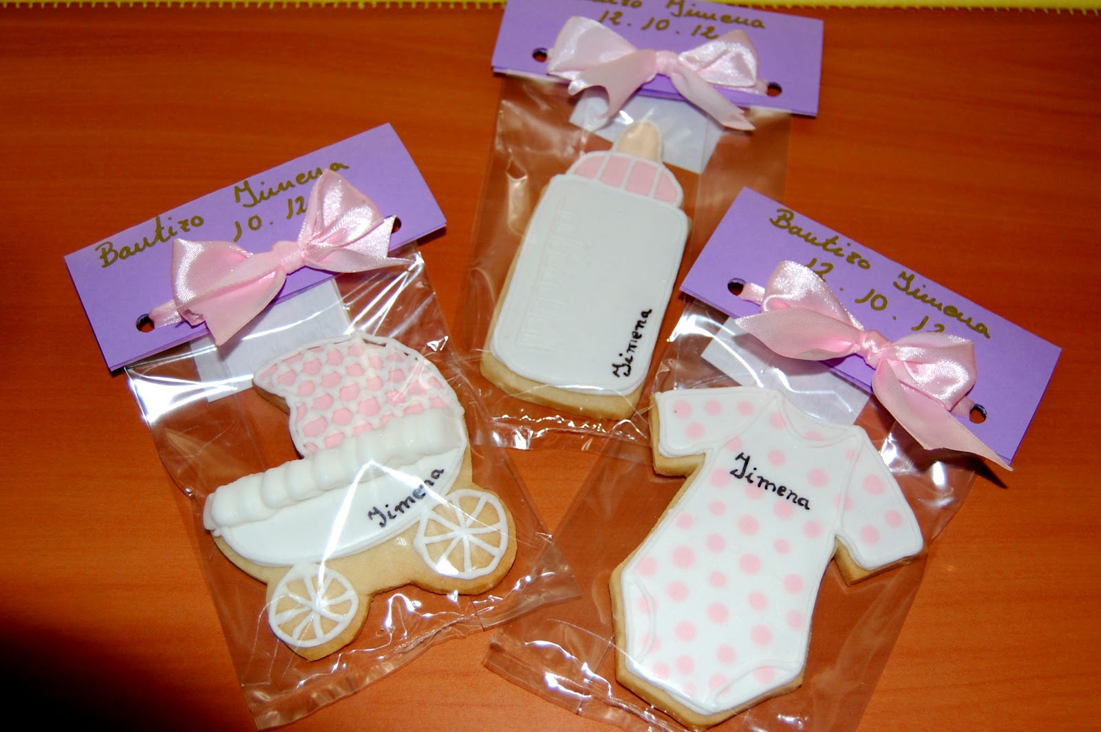 http://azucarenmicocina.blogspot.com.es/2012/11/galletas-decoradas-y-otros-4-premios.html