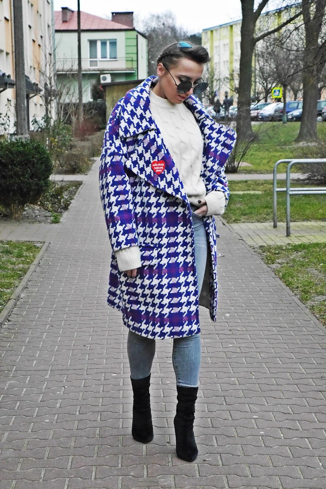 1_oversiozowy_plaszcz_kubelkowy_szare_spodnie_skarpetkowe_botki_renee_karyn_blogerka_140118