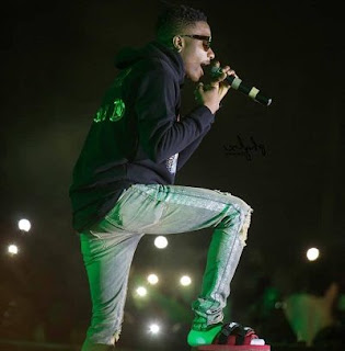 Wizkid performs in slippers at Glo concert in Ghana