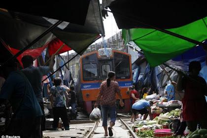 Maeklong ; Pasar Yang Sanggup Menciptakan Nyawa Anda Melayang