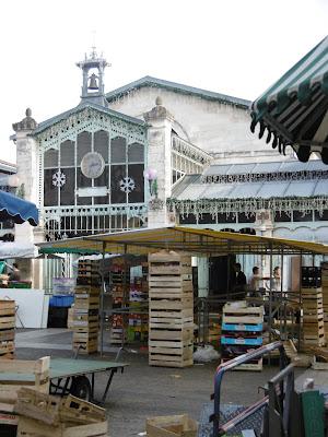 Les Halles vers midi, la Rochelle, malooka