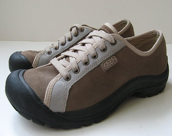 Keen Shoes Size 9