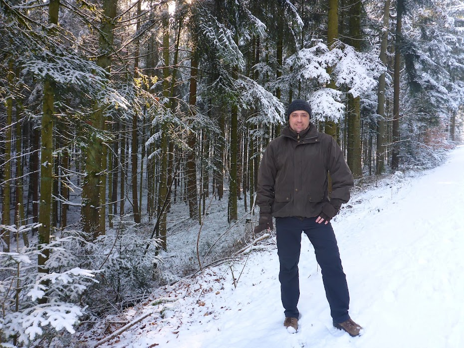 Снег, я, лес