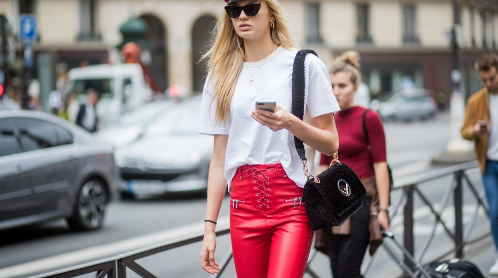 rote Lederhosen – aber bitte mit Stil Cover Picture