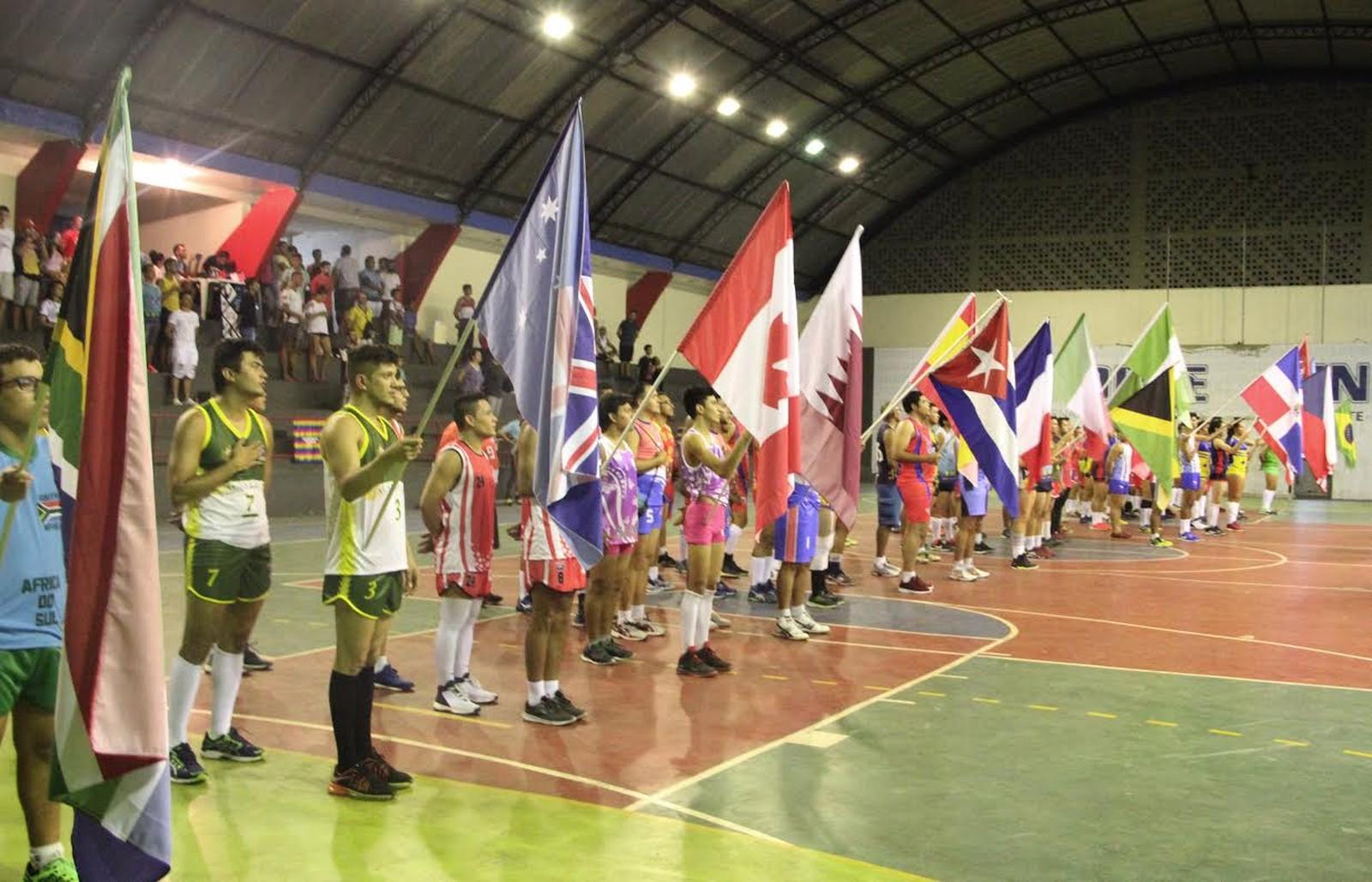 Cuba vence Suécia na abertura do Grand Prix LGBT de Vôlei, em Manaus