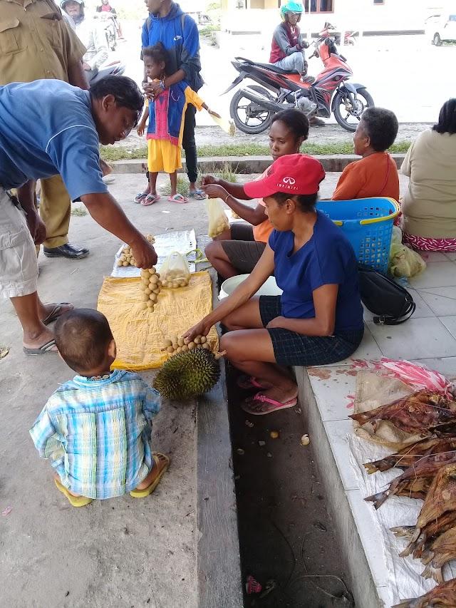 Gambar pedagan ikan pasar kajase kabupaten sorong selatan