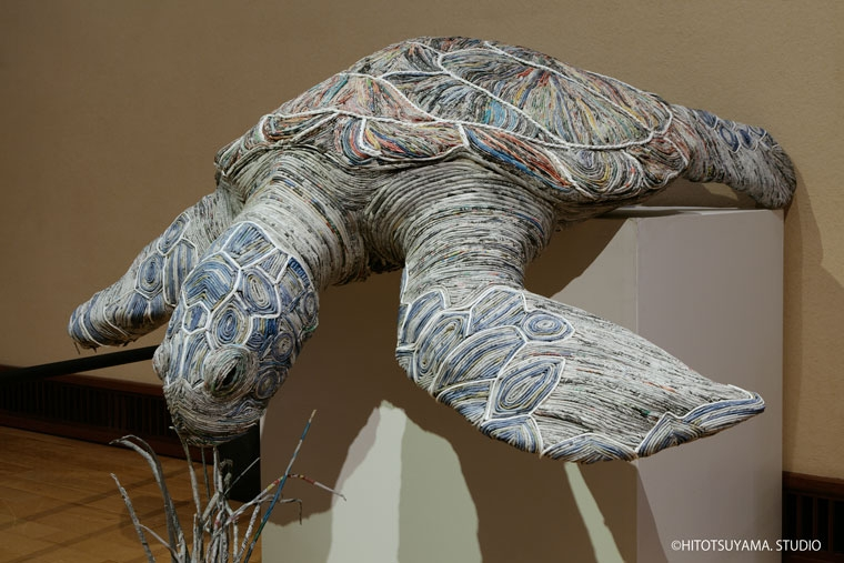 11-Sea-Turtle-Hitotsuyama-Studio-Chie-Hitotsuyama-Upcycling-Paper-to-make-Animal-Sculptures-www-designstack-co