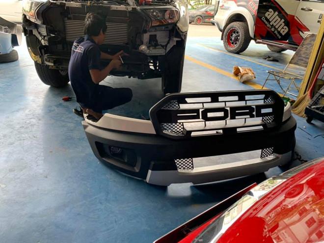 Nhiều chủ xe Ford Ranger độ lên ngoại hình Raptor tại Việt Nam