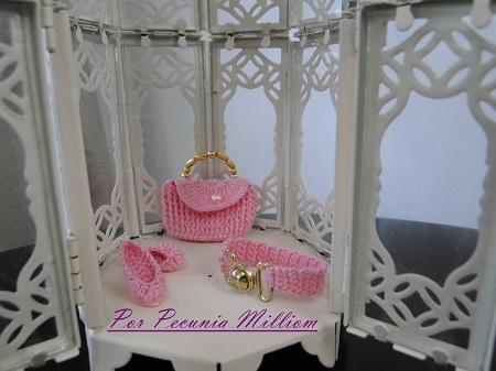 Barbie com bolsa, cinto e sapatos de crochê por Pecunia MillioM
