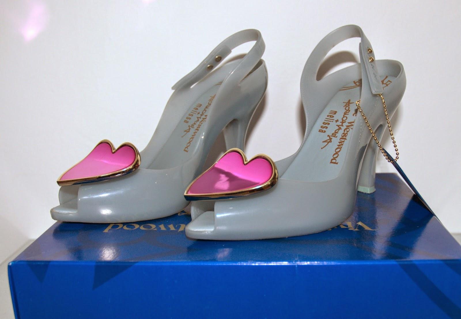 szare Vivienne Westwood z różowym sercem