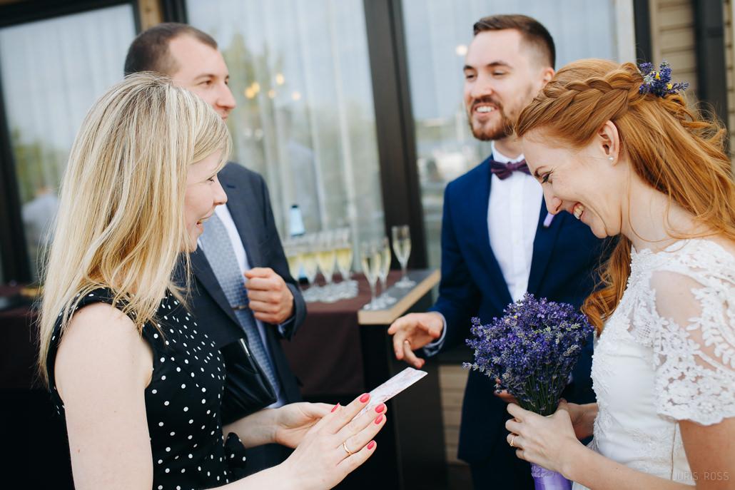 cik naudas dāvināt kāzās