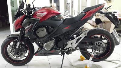 Kawasaki-Z800-Red