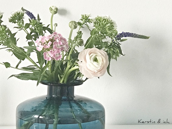 Blumenstrauß in Vintage-Vase Dekoration im Frühling