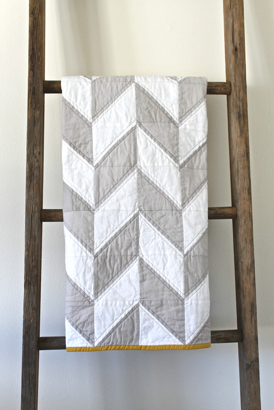 Gray And White Bedroom: Craftyblossom: Grey And White Herringbone Quilt