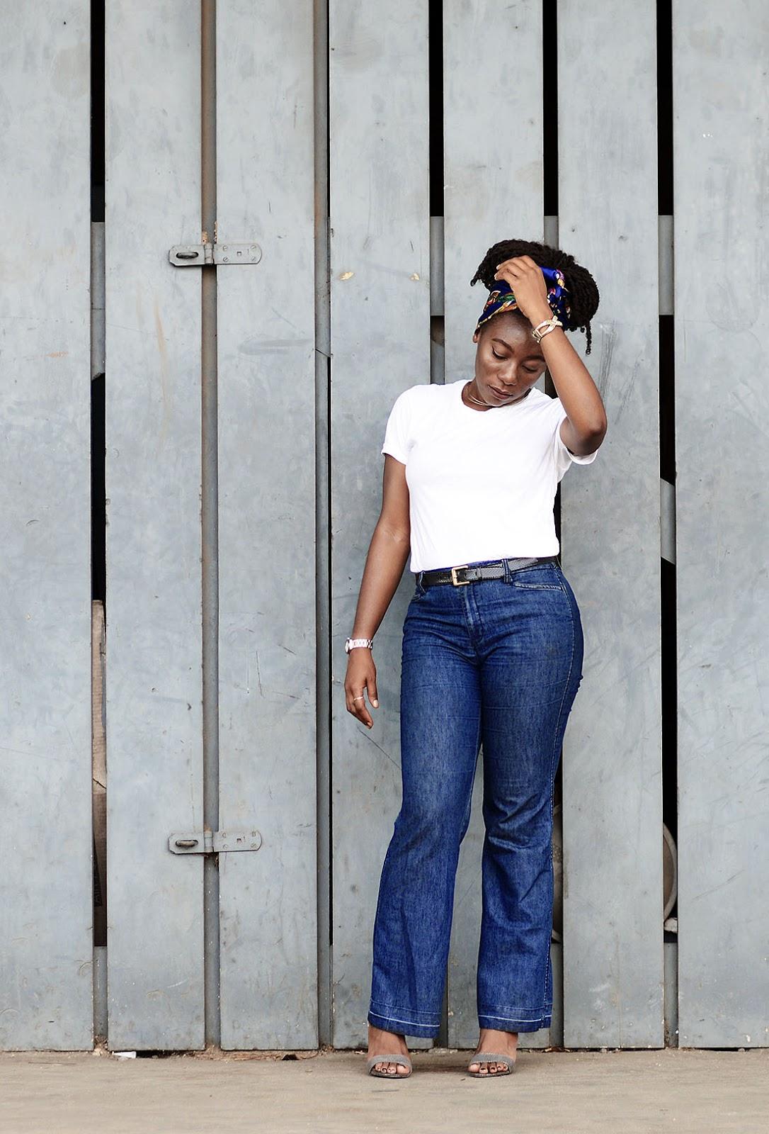 blue-retro-denim-jeans-white-tshirt