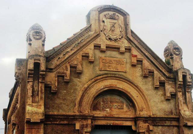 Acceso al cementerio civil de Gijón