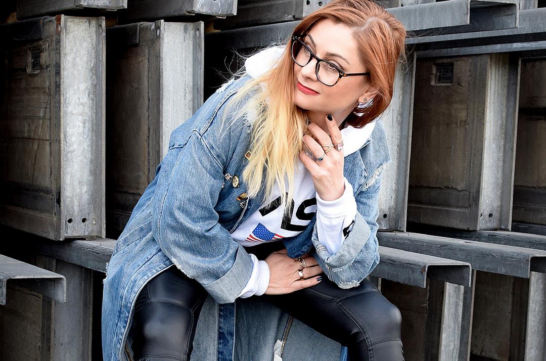 Statement Hoodie mit Nasa Aufdruck , Bikerhose, Modeblog für Frauen