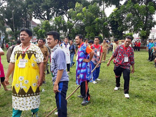 Live Report: Lomba Tarik Tambang Pakai Daster, Memeriahkan HUT RI ke 72 di Pematangsiantar