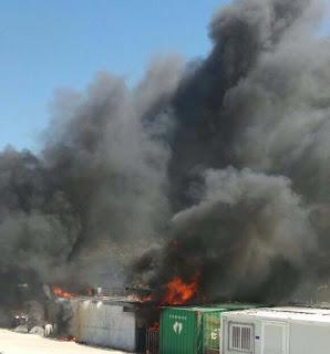 Λέσβος: Μεγάλη εξέγερση στο κέντρο αλλοδαπών στην Μόρια - Καίγονται κοντέινερ
