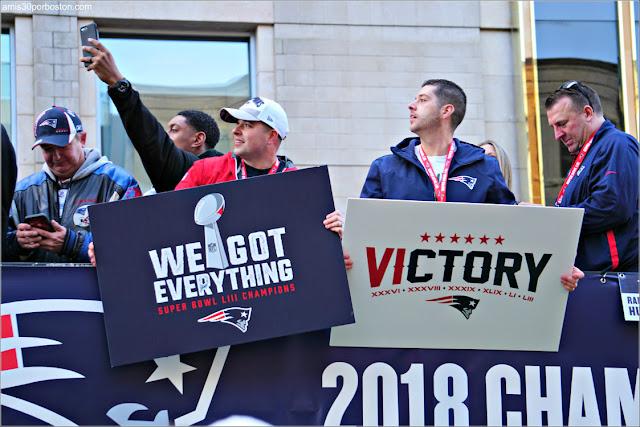 Pancartas en el Desfile de los Patriots por la Celebración de la Super Bowl LIII