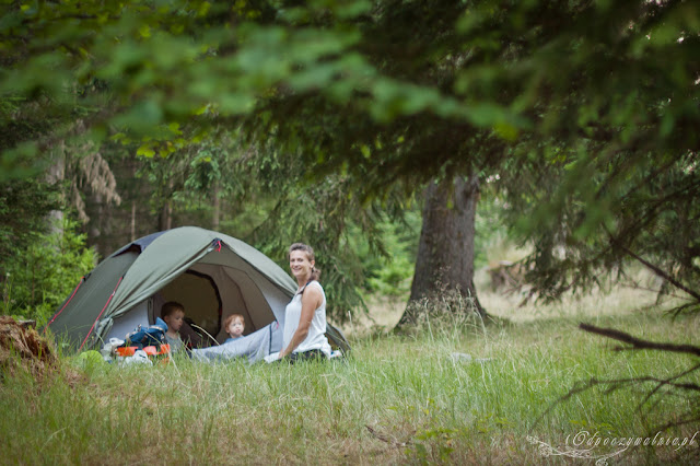 biwakowanie, camping dziecko, wakacje pod namiotem