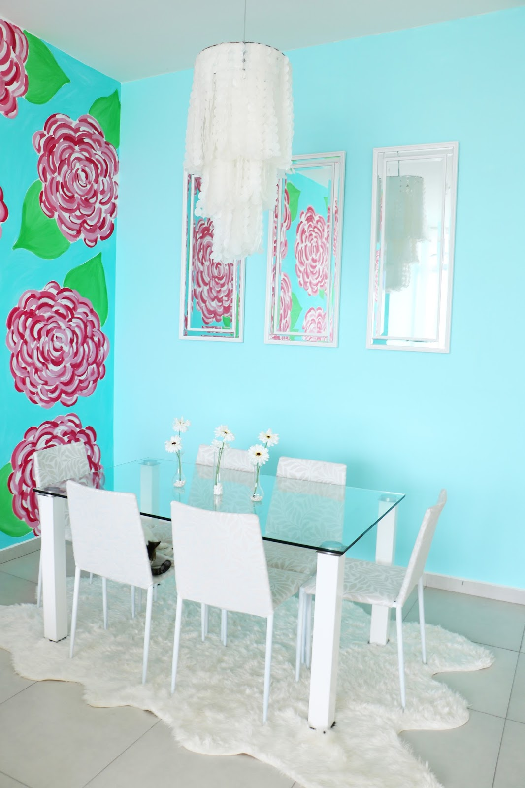 Beautiful Dining Room decor in white and aqua