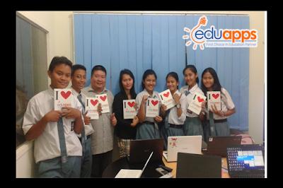 Siswa belajar di EduApps