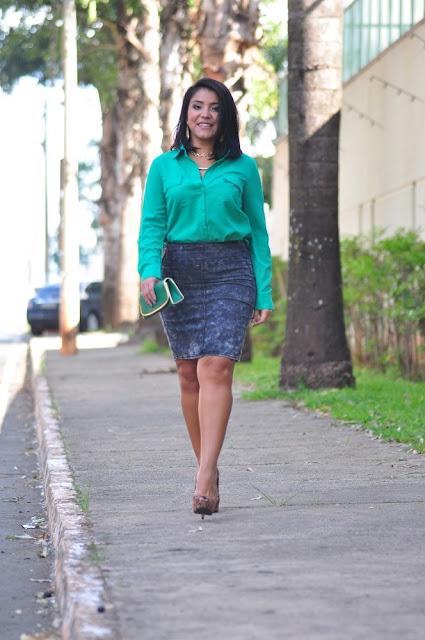 Camisa Verde + Saia Lápis Jeans