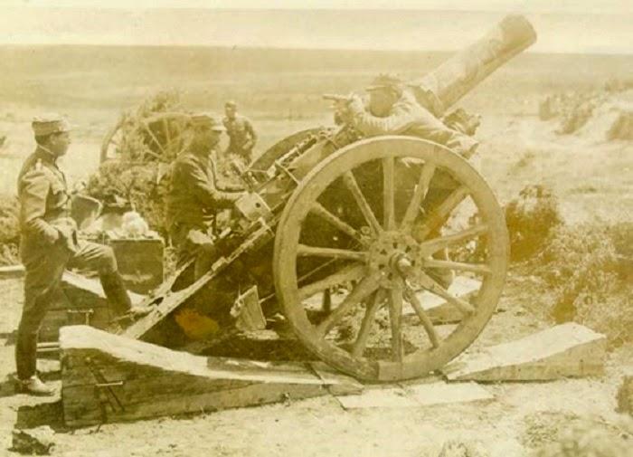 Σύμφωνα με μαρτυρίες στρατιωτών ο Κωστάκης δεν χρησιμοποιεί ποτέ όργανα  μέτρησης του πυροβόλου. Αντ  αυτού χρησιμοποιεί τις δύο γροθιές του  δείχνοντας στους ... 4f4463d293e