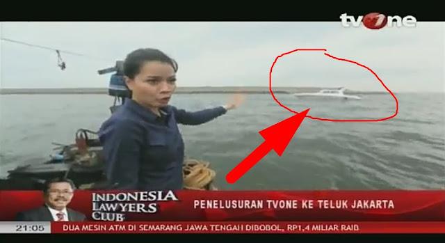 "ideo: Geramnya Netizen Saat Reporter TVone Dihadang ""Kapal Aseng"" di Kawasan Reklamasi"