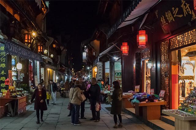 La Vieille Rue de Tunxi (Huangshan) une fois la nuit tombée