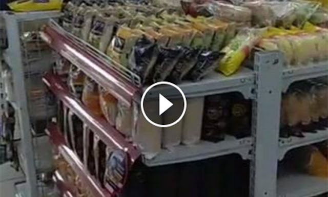 Jangan Remehkan Umat Islam, Lihat! Video Stok Sari Roti Menumpuk Di Supermarket