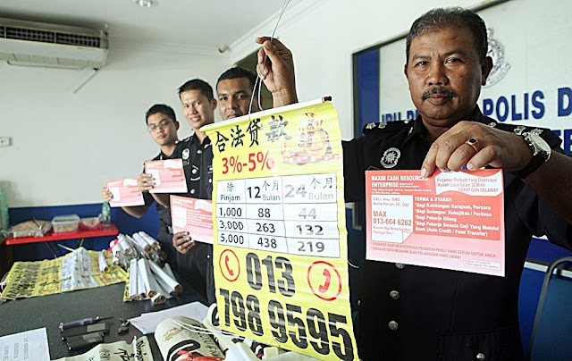 Seorang BMI asal Jember tertangkap basah personil Kepolisian Diraja Malaysia saat sedang menjalankan praktek peminjaman uang berbunga tanpa ijin alias rentenir gelap.
