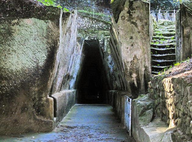 Η σπηλιά της Σίβυλλας Κυμαίας στη Νάπολη