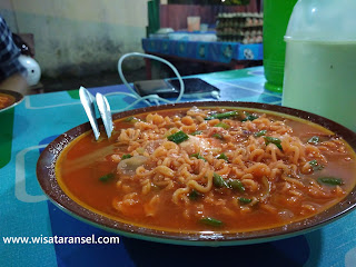 Mie Pedas Opung, Kuliner Medan Menantang!