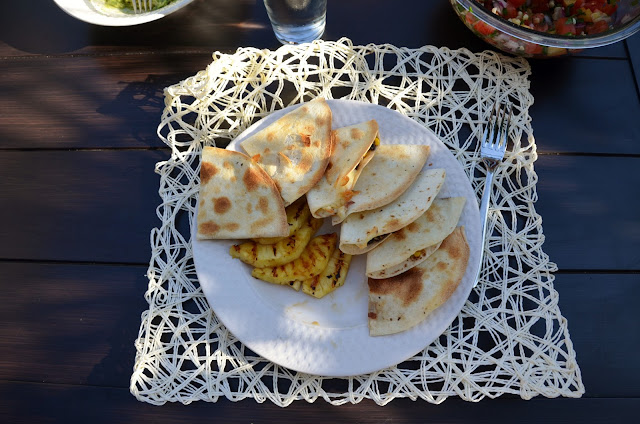 plate quesadilla donate dishes glass silverware