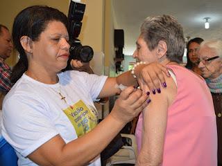 Vacinação contra a gripe começa nesta segunda-feira para profissionais de saúde