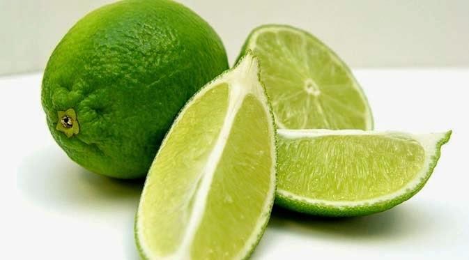 55 Manfaat Jeruk Nipis untuk Pengobatan, Wajah, Rambut, Bibir dan Diet
