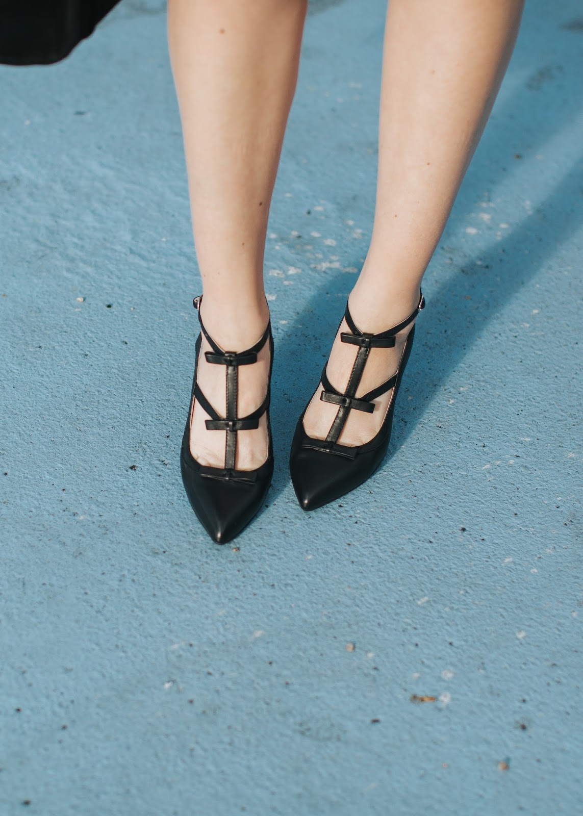 Ssh-oes, Quiet shoes, bow heels
