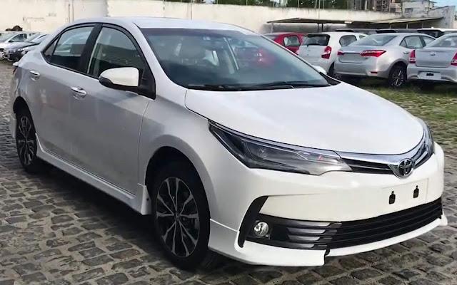 Novo Toyota Corolla XRS 2018: flagrado em concessionária no Brasil - fotos e vídeo