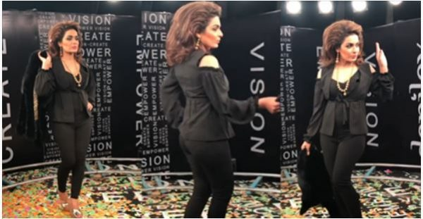 Behind The Scene Video of Meera Goes Viral posing for Camera at a recent event !