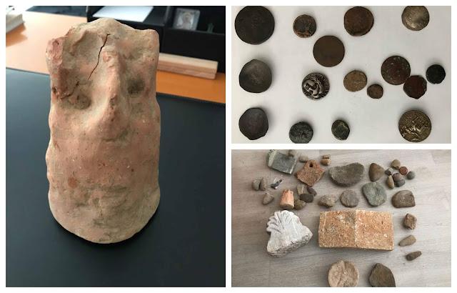 Εντοπίστηκαν σε θαμνώδη περιοχή δύο σάκοι με αρχαία αντικείμενα